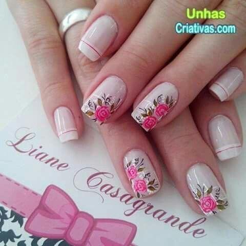 Uñas francés flores rosas delicadas rosadas