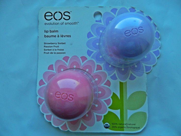 Бальзамы для губ EOS макаракуйя и клубничный щербет.