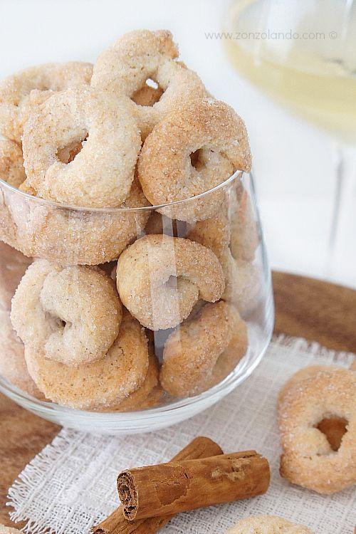 Ciambelline al vino bianco e cannella - White wine and cinnamon cookies   From Zonzolando.com