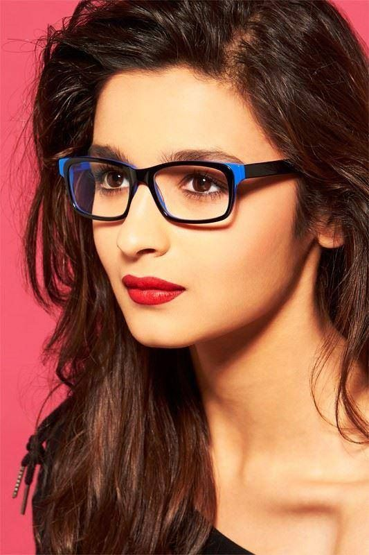 11 Pics that Prove Everyone Is Way Way Wayyy More Attractive In #EyeGlasses. Here: @aliaa08