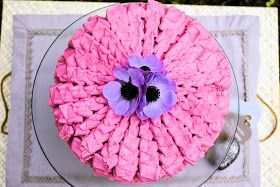 Esta tarta tiene un significado muy bonito para mi, la hice para el 50 aniversario de una adorable pareja de mi iglesia, exactament...