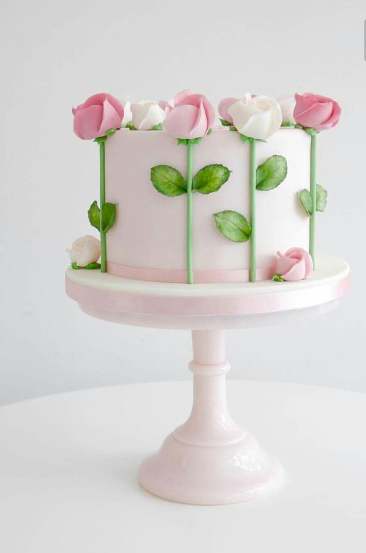 Simple and beautiful white cake with flowers