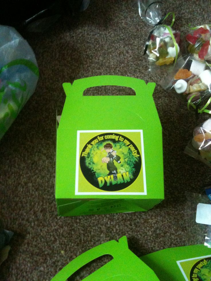 Dylan's Ben 10 party food boxes