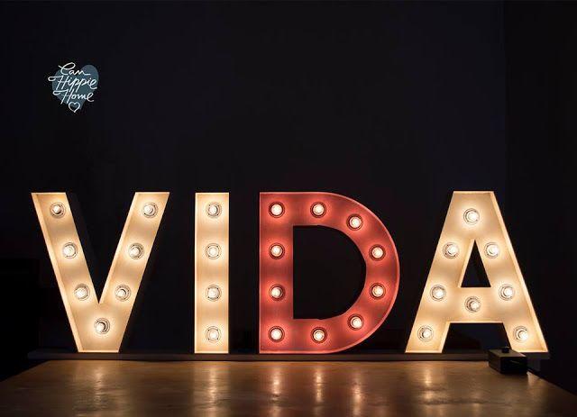 Bonitos carteles luminosos. Ésto y mucho más en:  www.muerodeamorporladeco.com #MueroDeAmorPorLaDeco #ByAnaOval #CosasBonitas #DecoracionBonita #BonitaDecoracion #DecoHome #DecoLove #DecoBlogger #blogdecor #decoracion #Deco #Home #homedecor #DecoInspiracion #Diy #DiyHome #DiyDecor #DecoraTuCasaDelAlma