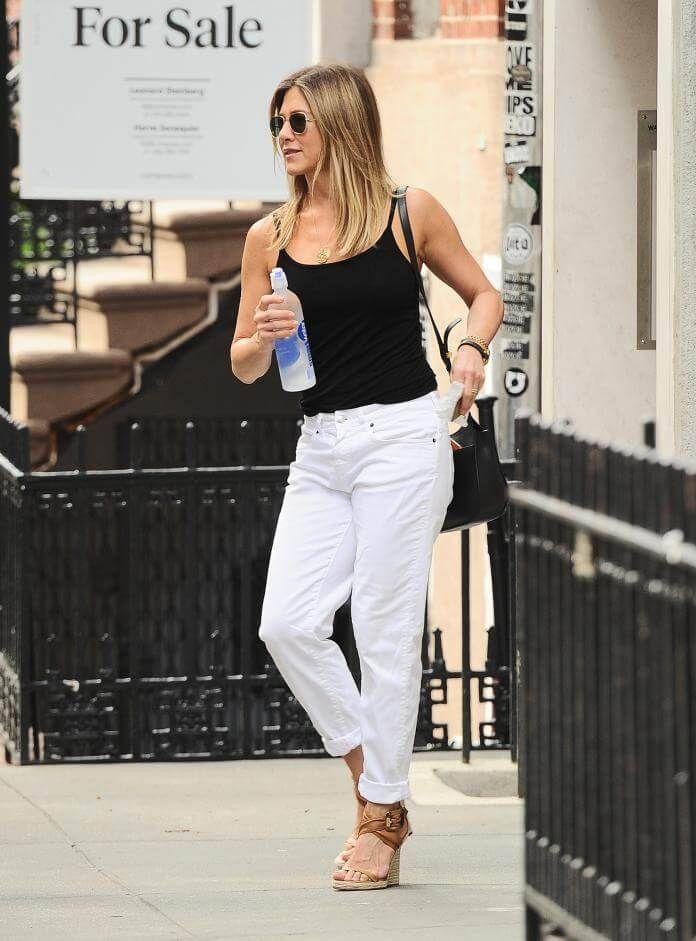"""Es waren Fotos, die um die Welt gingen: Jennifer Aniston, 47, entspannt mit ihrem Liebsten Justin Theroux, 44, im Bahamas-Urlaub - und kleiner vermeintlicher Babykugel! Prompt wurden die Schwangerschafts-Gerüchte um den """"Friends""""-Liebling dementiert. Ob die Spekulationen dennoch an Jens Selbstbewusstsein nagen? Denn die Schauspielerin scheint deutlich an Gewicht verloren zu haben."""