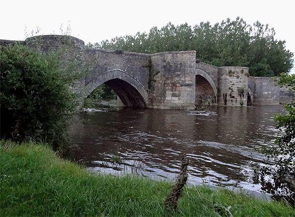pont du XIIIe siècle sur la Gartempe.  Vienne. Poitou-Charentes