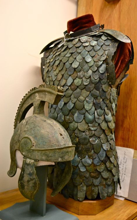 """Up in the @ROMToronto Ancient Rome department they call this the """"Legolas Armour"""". Because only he could fit in it."""