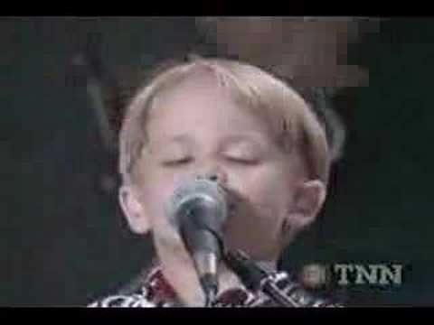 Only 4 Years old Hunter Hayes!- Hank Williams Jr.Jambalaya ... watch clear through, because Hunter takes over when Hank tries to do next verse