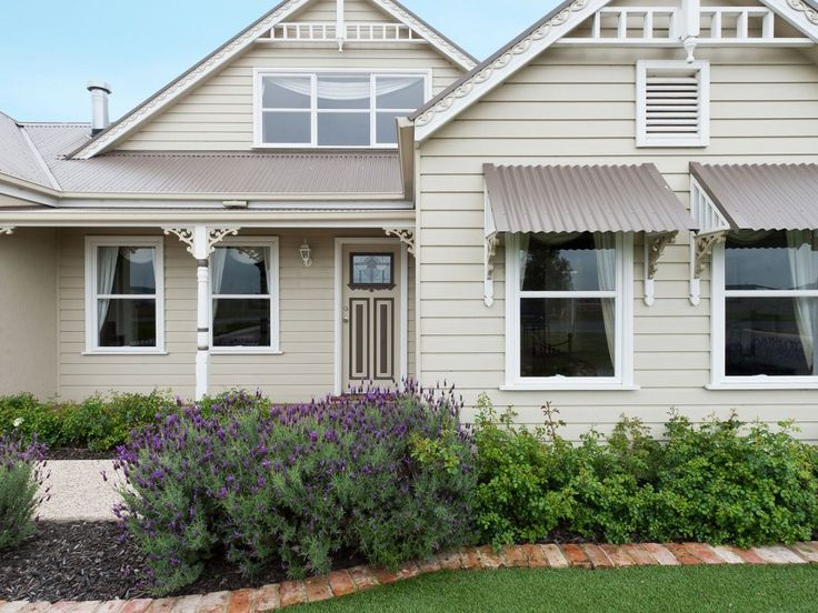 The weatherboardsof this neutral painted Queenslander home exterior have been paintedin Berger Winter Mogul, the trims in Berger Ice Fountain, the