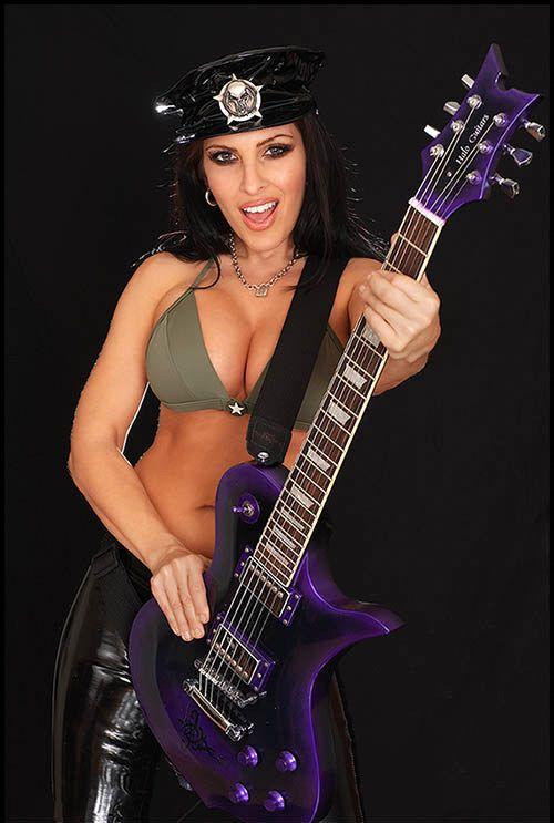 Sexy guitar babes — photo 2