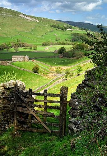 Valley Gate, Yorkshire, England phot via suzanne