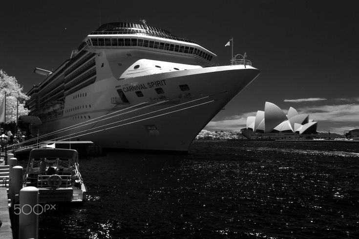 Cruise ship by Mark Berry