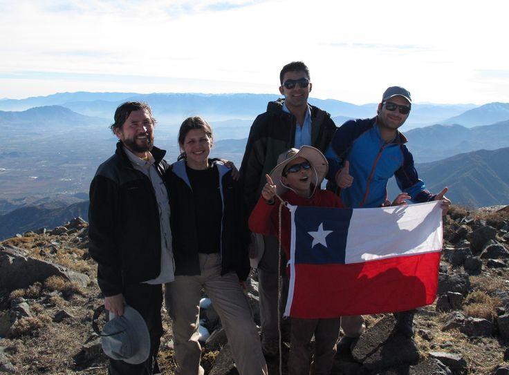La cordada por fin reunida con la  bandera, esa que en  tantas  cumbres nos a acompañado.....  https://www.facebook.com/cumbre.nueva.5