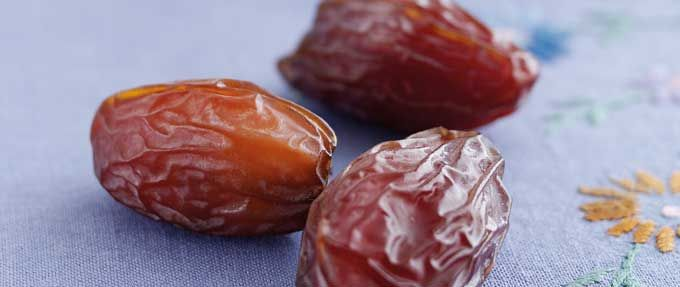 Dates have been harvested by man since before 6,000 BC. There are many varieties of dates but it was the Medjool date that was crowned the fruit of kings. Medjools are a deliciously chewy and flesh…