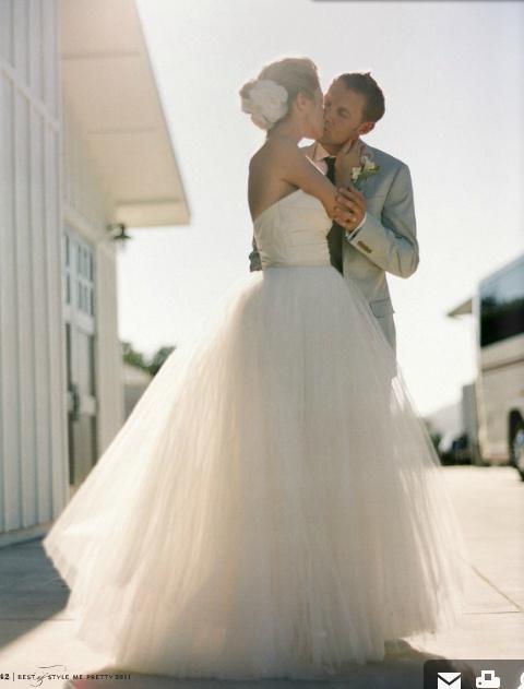 Amsale Meghan: Dresses Wedding, Hair Flowers, Bride Grooms, Tulle Skirts, Wedding Dresses, Tulle Flowers,  Crinolin, Wedding Photos, Tulle Dresses