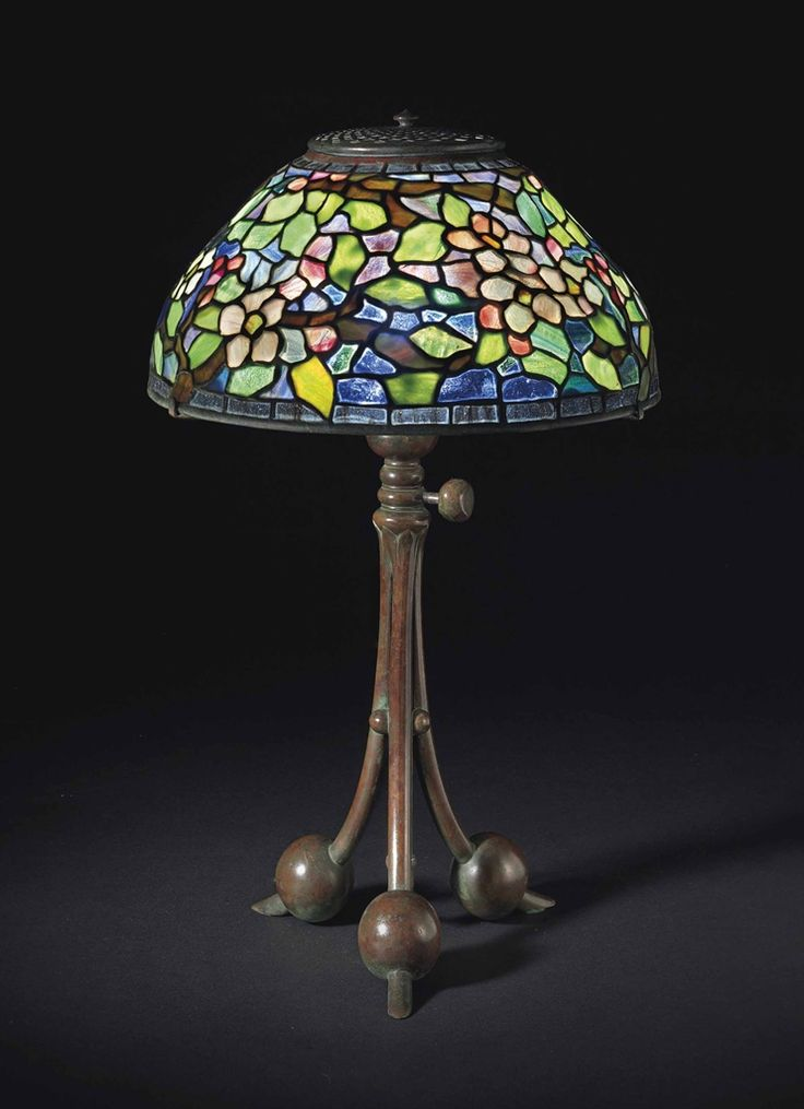 TIFFANY STUDIOS AN 'APPLE BLOSSOM' TABLE LAMP, CIRCA 1910