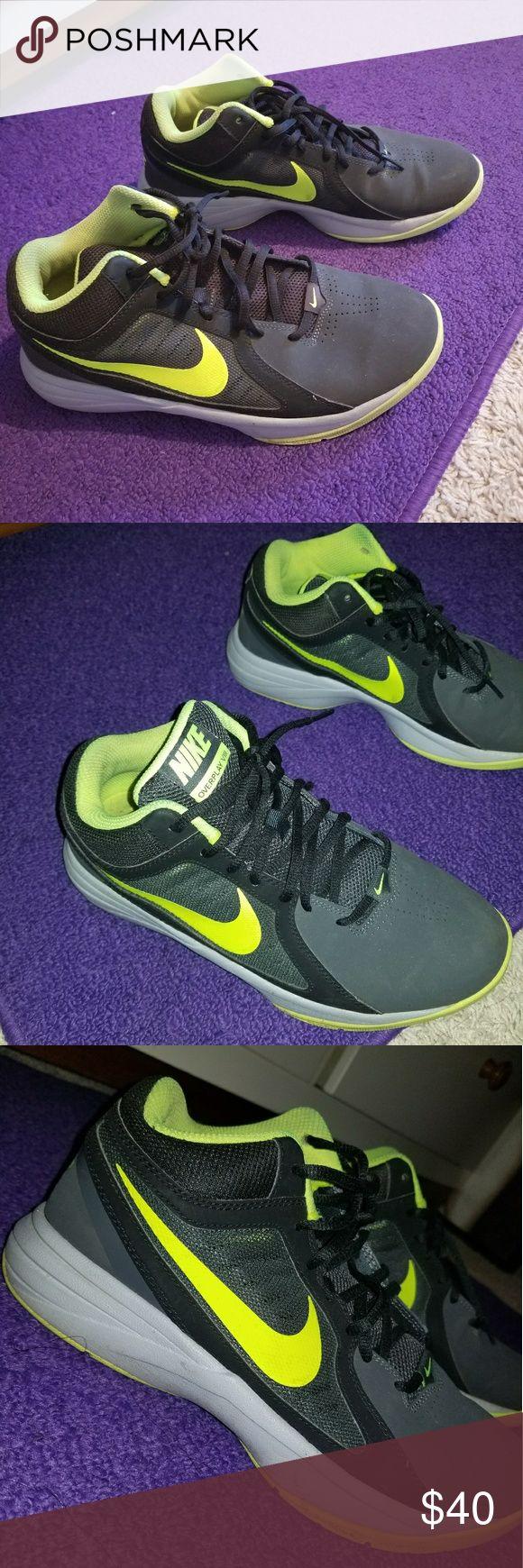 NIKE SHOES ! 💚 Size 8 NIKE SHOES Nike Shoes Sneakers