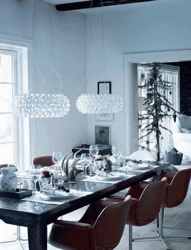 Jul i et skønt bjælkehus - smuk juleborddækning // Christmas table set in an old wooden cabin