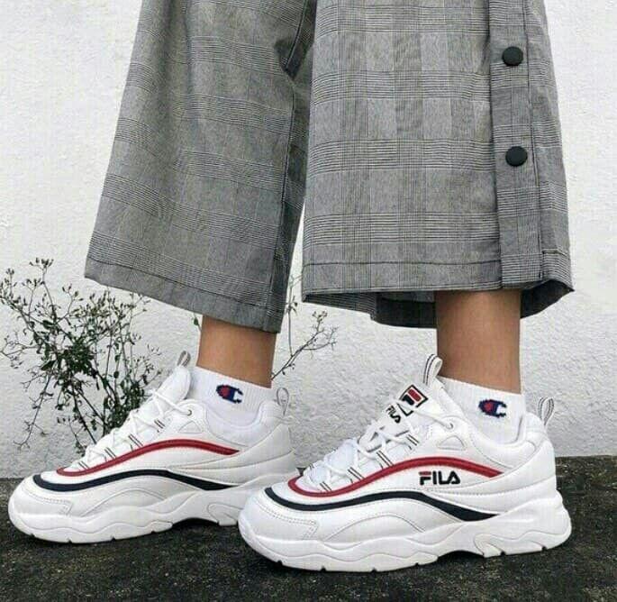 1ea8d537ba3 imagem descoberto por mhmad1994147. Descubra (e salve!) suas próprias  imagens e vídeos no We Heart It   sexy shoes in 2019   Shoes, Fashion  shoes, Dad shoes