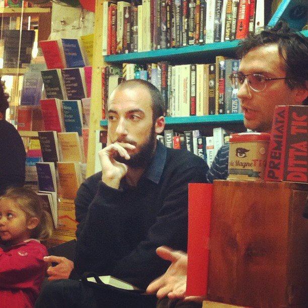"""""""Pazzi scatenati"""" alla Libreria Marco Polo di Venezia il 20 aprile 2013 con Federico Tanozzi e frammenti di Tic Edizioni."""