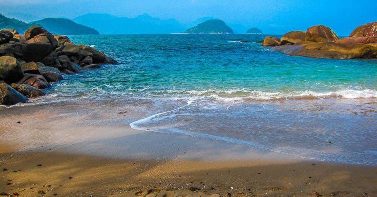 A Praia Esquecida ou Praia do Português é paradisíaca. Acessível pela costeira, possui águas translúcidas e um visual de tirar o fôlego.