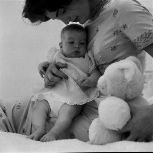 mrs-kennedy-and-me:  Jacqueline Kennedy with her daughter Caroline, c. 1958.