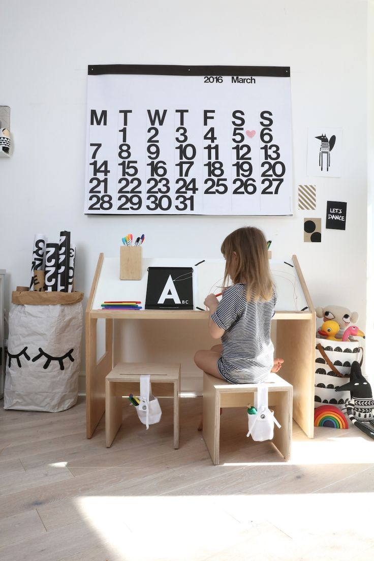 // Kids Desk - Room