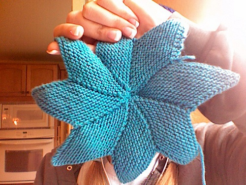 Sternkissen /star cushion by Annette Maass. Tutorial in German and English.