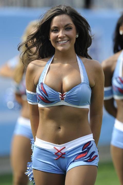 Titans Cheerleader 2