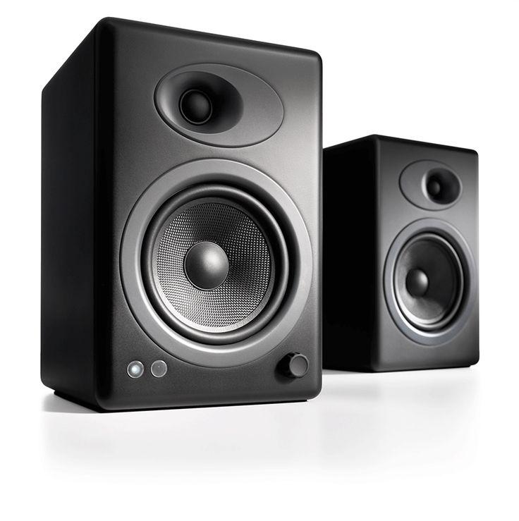 Audioengine 5+ Black (A5+) Premium Powered Speakers Memberikan kualitas suara kepada Audiophile dengan harga terjangkau yang terus menetapkan standar audio berkualitas tinggi. Hubungkan peralatan iDevice, komputer, TV, atau komponen audio lainnya untuk suara stereo yang luar biasa di setiap ruangan.