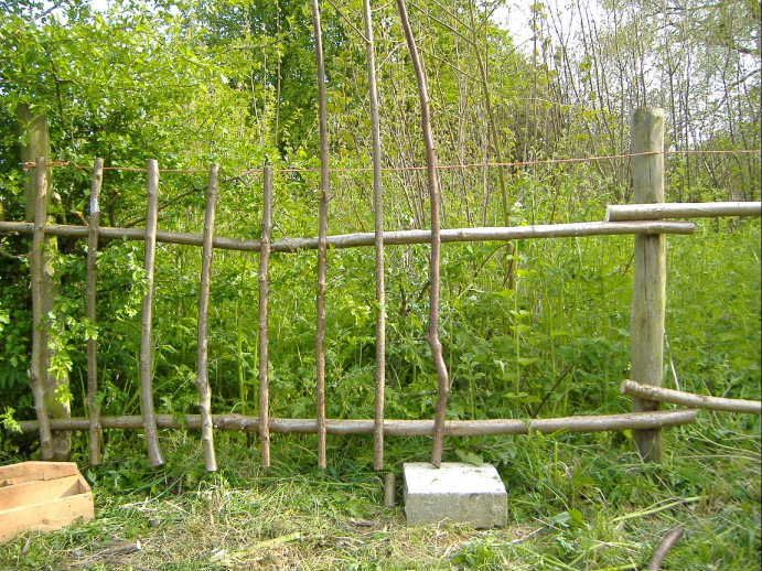 31 best images about little garden fences on pinterest for Homemade fence ideas