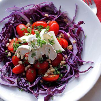 Салат из красной капусты с помидорами