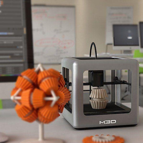 Something we liked from Instagram! The Micro by M3D will der erste 3D-Drucker für den Massenmarkt werden. Sowohl in den kompakten Abmaßen von 185 Zentimeter auf jeder Seite dem Gewicht von 1kg als auch beim Preis von 349 US-Dollar und der mitgelieferten Software ist der 3D-Drucker voll Arbeits- und Kinderzimmer tauglich. Das auf der Crowdfunding-Plattform eingestellte Projekt ist mit eingenommenen 34 Millionen US-Dollar über 64-fach überfinanziert. @kickstarter @themicro3d #themicro3d…