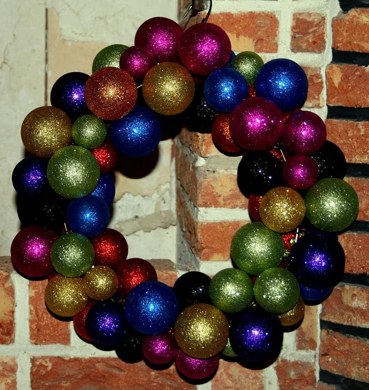 Finally I have managed to finish a wreath of baubles. Actually it was my son who did it for me. It is really easy to do and if you like you ...