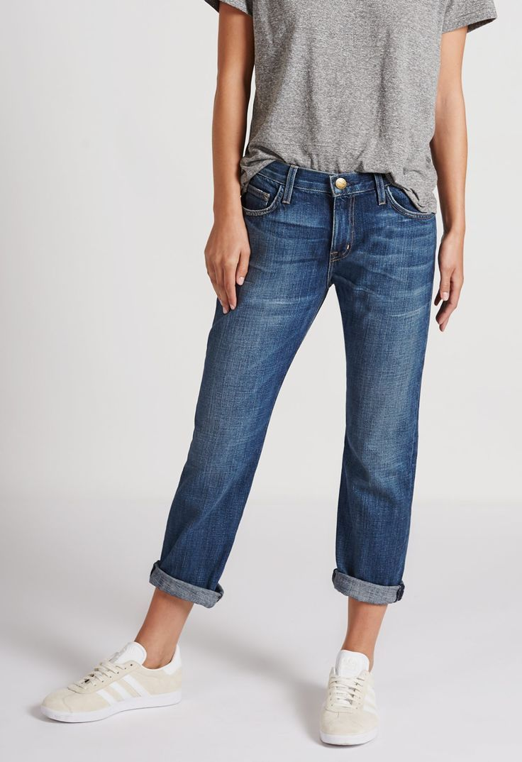 Timeless And Comfy Jean Outfits For Travelling 1