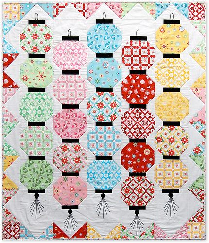 Japanese Lanterns. Free pattern at http://www.lecienusa.com/media/uploads/2010/10/07/files/GlowHappy.pdfGlow Happy, Quilt Inspiration, Christmas Pattern, Quilt Ideas, Free Pattern, Lanterns Quilt, Chinese Lanterns, Beautiful Quilt, Quilt Pattern