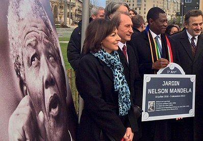 jardin Nelson Mandela - Paris 1er ... Le maire Bertrand Delanoë lors de l'inauguration du jardin.