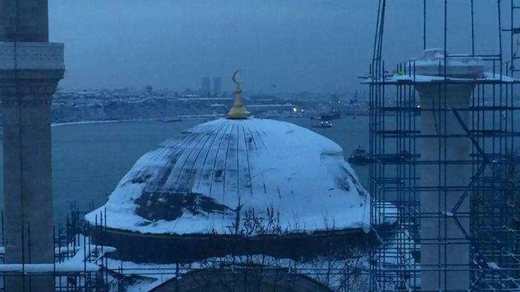 """Estambul, bajo la nieve (Foto Orhan Pamuk en """"El País Semanal"""", 03/02/17)"""