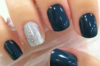 One accent nail is always a good idea! Get navy and silver