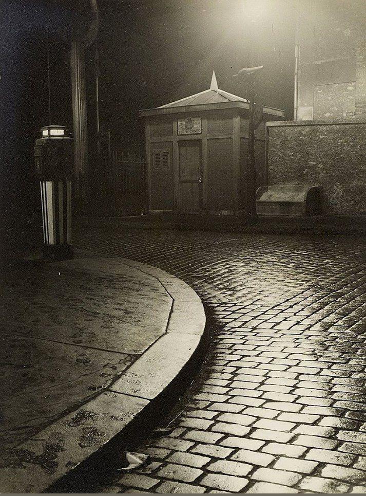 Le pont-levant de la rue de Crimée vu du quai de l'Oise, vers 1955. Une photo de © Nicolas Yantchevsky.