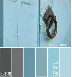 OUDE DEUR - Kleurenpalet blauw, grijs. Brocante.