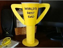 Eco-friendly Father's Day Craft for Kids: World's Best Dad Trophy #Green #sustainable #Eco  http://planetforward.ca/blog/eco-friendly-fathers-day-craft-for-kids-worlds-best-dad-trophy/