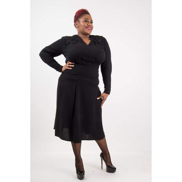 Vintage black rayon crepe dress / 1940s Volup film noir dress / Rouleau trim / Plus size vintage XL by CarlaAndCarla on Etsy