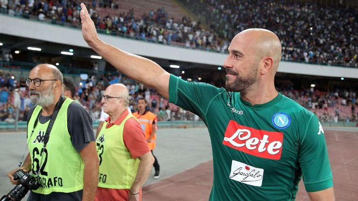 Pepe Reina will stay at Napoli, snub PSG interest - agent and father say