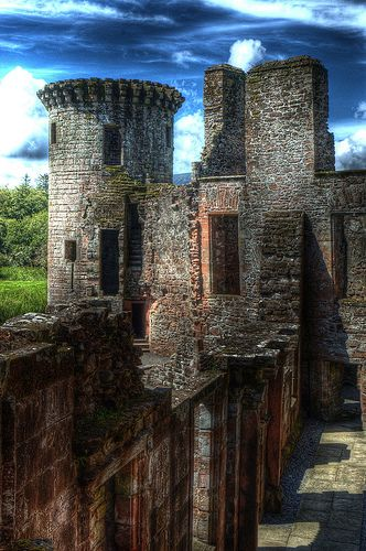 Caerlaverock Castle, Border Reiver Maxwell homeplace - The feud between the Maxwells & Johnstones is legendary, however, the Maxwells also found time to feud with the Irvines & Grahams...such was the life of a Border family.