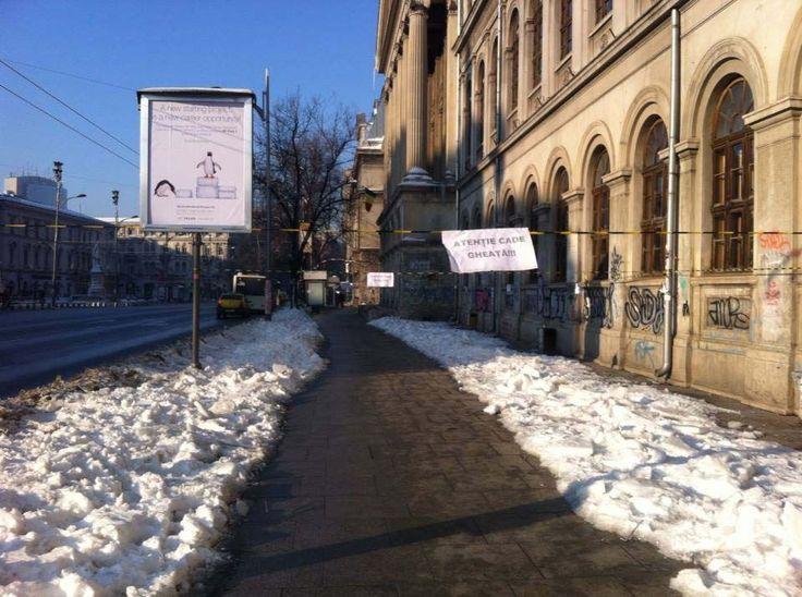 Chiar în Centru: un anunț descurajant deasupra trotuarului de la Universitate | Bucuresteanul.info
