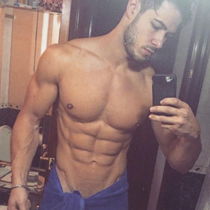 Barbado na selfie pós-banho 🐻@victor__caballero 🐻 Follow this guy! 🇪🇸 #homem_de_barba #rio_bearded_men #beard #beardedman #hairybeard #sexybeard #espanha #spain #madrid #blogger #selfie #trincado #molhadinho #bathroom #abs #musclebody #hotbody #hotman #sexyman #beautifulman #handsomeman #gato...