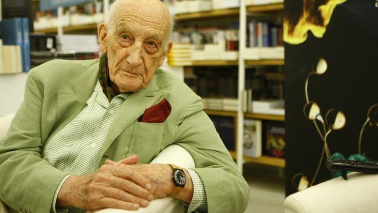 """La împlinirea a 100 de ani, Neagu Djuvara se consideră un optimist pe termen scurt şi un pesimist pe termen lung. Scrie o carte de amintiri din perioada în care era elev de liceu la Nisa. Ar fi vrut sa publice un studiu de mari dimensiuni despre popoarele din Balcani, dar şi-a dat seama ca ar fi fost o încercare prea ambiţioasă pentru un singur om. Locuieşte pe o străduţă în mijlocul Bucureştiului şi este nemulţumit ca """"primele semne ale bătrânetii"""" nu îi mai permit sa iasă singur din casă…"""