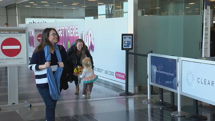 Families, friends reunite at airports across the area on eve of Thanksgiving - WJLA