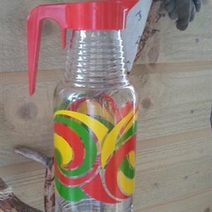 Retro mugge av pressglass i spreke farger til salgs på RetroBua